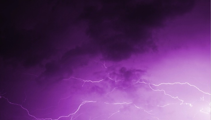 Lightning fills a purple sky, as Ki searches for other reys